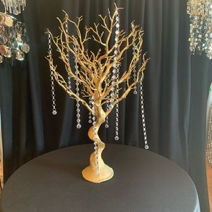 Accent gold tree